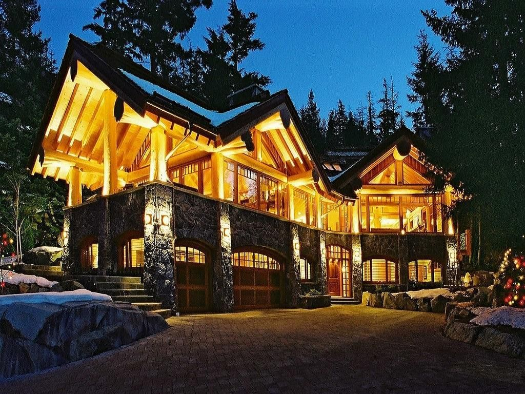 Chalet aria luxury 5 bedroom property whistler for Cabine in whistler