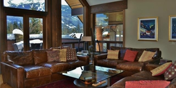 Luxury 6 bedroom chalet in Whistler living room