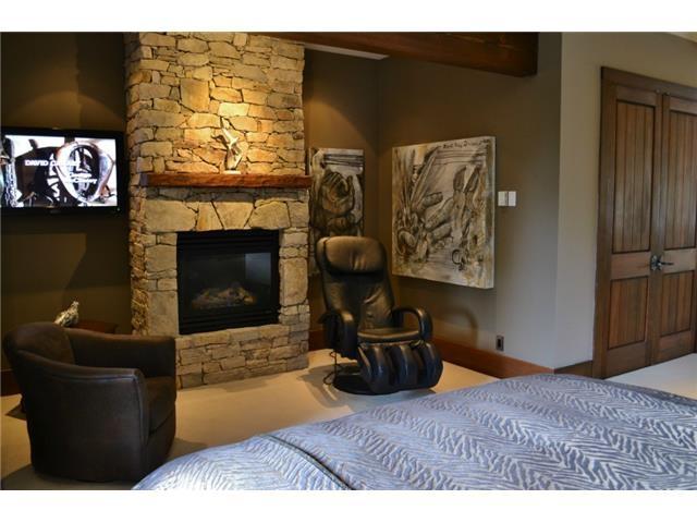 Master bedroom - Luxury 6 bedroom chalet in Whistler