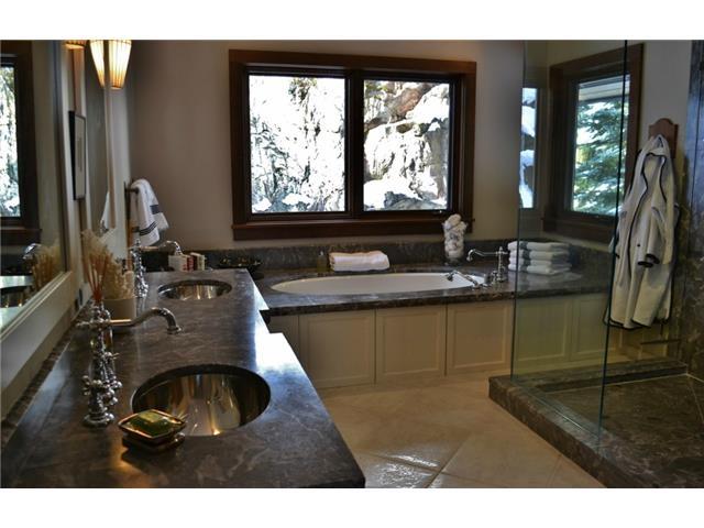 Bathroom Luxury 6 bedroom chalet in Whistler