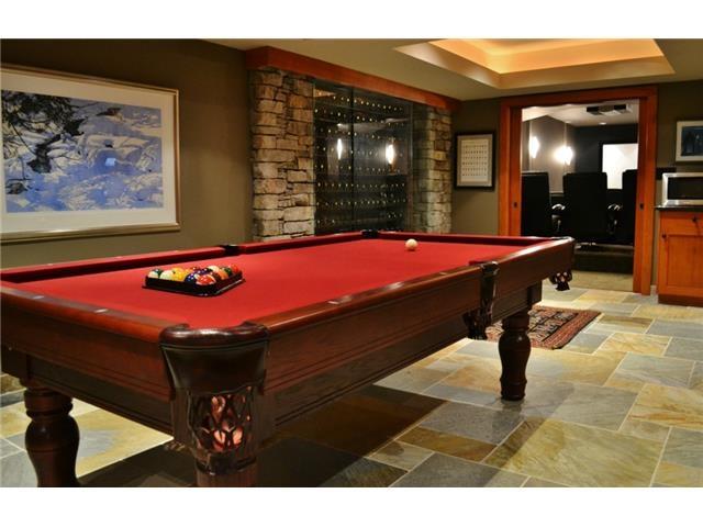 Entertainment center Luxury 6 bedroom chalet in Whistler