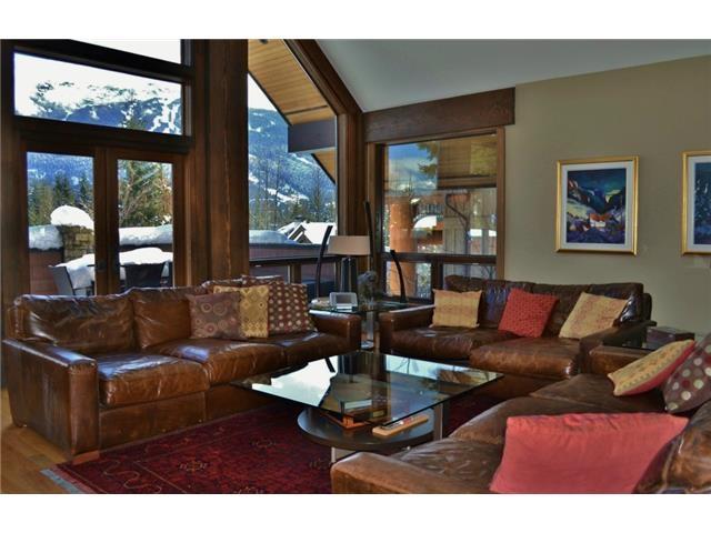Luxury 6 bedroom chalet in Whistler living room